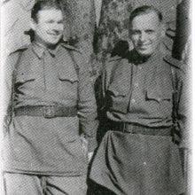 Karjera: V.Bergas <span style=color:red;>(kairėje)</span> su bendražygiu iš 16-osios lietuviškosios šaulių divizijos.