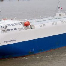 """Nuostaba: lyg ir grakščiai atrodantis keltas """"City of Rotterdam"""" pateko į negražiausių laivų dešimtuką."""