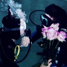 Valentino dienos proga – romantiškas pasimatymas devynių metrų gylyje