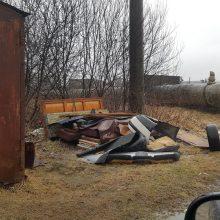Garažą nukėlė – šiukšlės liko
