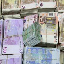 FNTT sulaikė keturis vyrus su 1,3 mln. eurų grynųjų