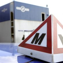 Ministerija siūlo pirmą vairuotojo pažymėjimą išduoti trejiems metams