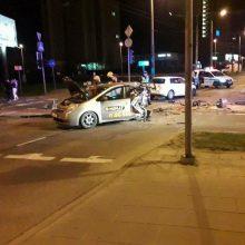 """Girtas """"City Bee"""" vairuotojas pražudė taksi važiavusią merginą"""
