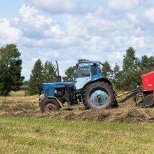 ŽŪM primena: norint vairuoti traktorių traktorininko pažymėjimo nereikia