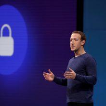 """""""Facebook"""" blokavo šimtus dezinformacijos kanalų"""