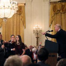 Baltieji rūmai nebeįsileis su D. Trumpu susiginčijusio CNN reporterio