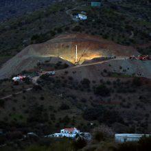 Neblėsta viltis išgelbėti Ispanijoje į gręžinį įkritusį berniuką