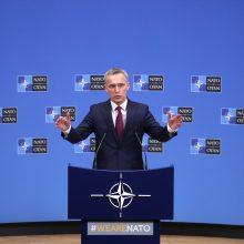 """J. Stoltenbergas: NATO rimtai vertina nerimą dėl """"Huawei"""""""