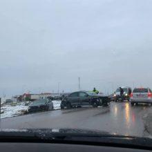 Giraitėje susidūrus automobiliams vienam žmogui prireikė medikų