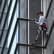 """""""Žmogaus voro"""" kopimas į dangoraižį paralyžiavo Londono Sitį"""