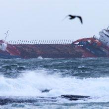 Kruizinis laivas tempiamas į Norvegijos uostą, išskraidinti šimtai keleivių