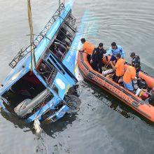 Indijoje per autobuso avariją žuvo 43 žmonės, dar keturi dingo
