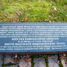 Ragina prie A. Ramanausko-Vanago paminklinio akmens įrengti vėliavos stiebą