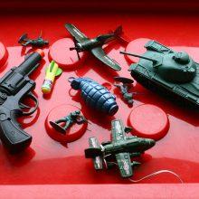 Pritarta siūlymui įstatymu drausti karą propaguojančias prekes