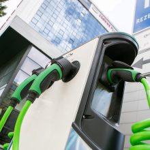 Vilniaus savivaldybė panaikino lengvatą hibridiniams automobiliams