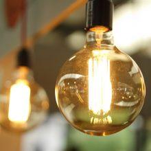 Specialistai atnaujino elektros tiekimą Grigiškėse