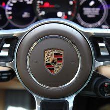 "Iš kiemo pavogtas ""Porsche"" surastas miške"