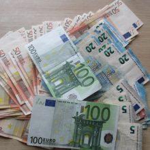 Vyras sukčiui atidavė ir pinigus, ir banko kortelę