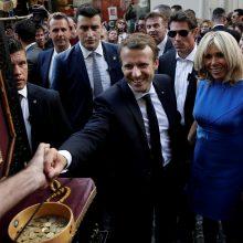 Prancūzijos prezidentas baigė vizitą Graikijoje netikėtu pasivaikščiojimu po Atėnus