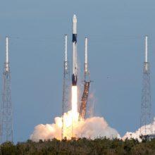 """""""SpaceX"""" raketa iškėlė į kosmosą 10 ryšio palydovų"""