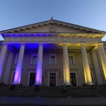 Trys Kryžiai ir Rotušė nušvito Ukrainos vėliavos spalvomis