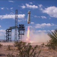 """Turistus į kosmosą skraidinsiančios """"Blue Origin"""" raketos  paleidimas   – sėkmingas"""