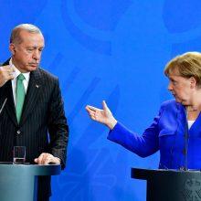 A. Merkel ir R. T. Erdoganas pažadėjo pagerinti įtemptus santykius