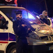 """Paryžiuje ruošiantis """"geltonųjų liemenių"""" protestui budi 12 000 policininkų"""