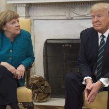 """D. Trumpas teigia palaikantis """"labai gerus"""" santykius su A. Merkel"""
