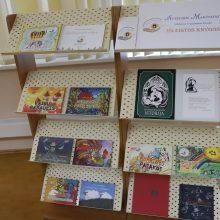 Fondas dovanojo pirmokams jau dešimtą knygelę