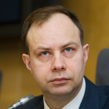 Seimo komisija nori stabdyti priklausomybės centrų reformą, ministras – ne