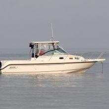 Kuršių mariose ant seklumos užplaukė jachta