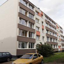 Pastebėjo: gyventojai bado pirštais, kad anksčiau komisija atnaujintus pastatus pripažindavo tinkamais naudoti, net jei balkonai būdavo nelygūs. Vienas tokių pastatų – Panevėžio g. 11 numeriu pažymėtas namas.