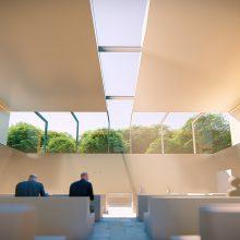 Žvilgsnis: vitrininiai langai šarvojimo salėse atvertų nuostabų gamtos vaizdą.