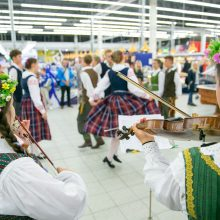 Dainų šventės siaustinis praūžė ir sostinės parduotuvėse