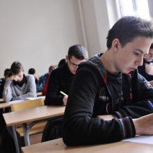 Abiturientai laiko valstybinį chemijos egzaminą