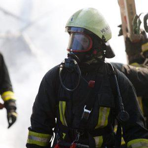Vilniuje dega gyvenamasis namas