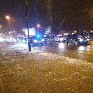Šilutės plente automobilis partrenkė du žmones, jie išvežti į ligoninę
