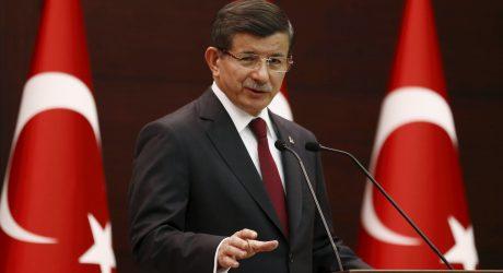 """Turkijos premjeras raginimus atidaryti sieną vadina """"veidmainiškais"""""""