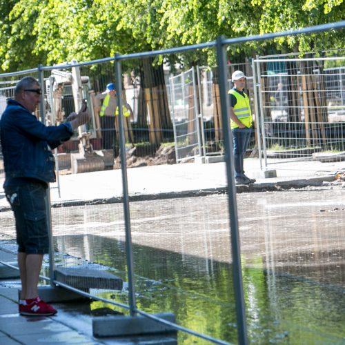 Prakirstas vandens vamzdis Laisvės al.  © Vilmanto Raupelio / Krisčio Balčiūno nuotr.