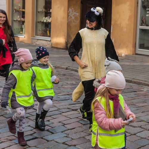 Mažieji kauniečiai Senamiestyje dovanojo šypsenas  © Laimio Steponavičiaus nuotr.