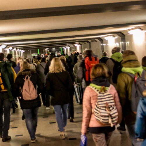 Žmonės rinkosi į šv. Mišias Santakoje  © Vilmanto Raupelio nuotr.