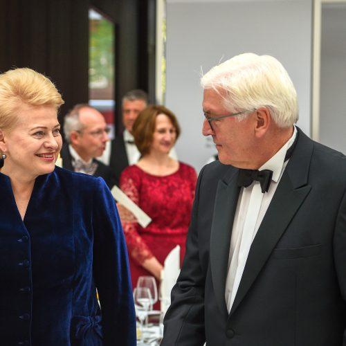 Prezidentė sakė kalbą per Baltijos šalių garbei surengtą vakarienę  © R. Dačkaus (Lietuvos Respublikos Prezidento kancerliarijos) nuotr.