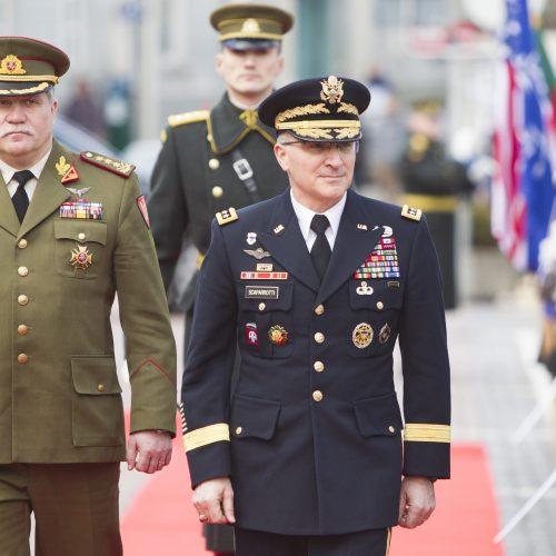 Lietuvoje vieši NATO pajėgų Europoje vadas