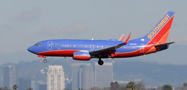 Šokiravo keleivius: dėl salone paliktos donoro širdies lėktuvui teko grįžti atgal