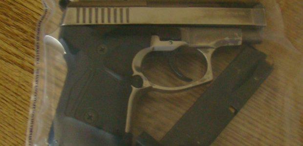 Per išgertuves vyras nepilnametei į galvą įrėmė dujinį pistoletą