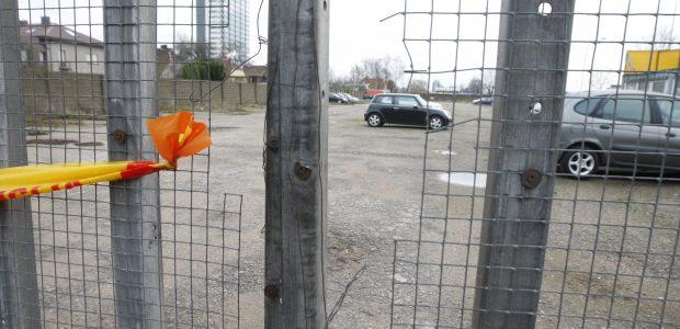 Automobilių aikštelę gaubia paslaptingi įvykiai