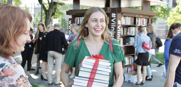 Lukiškių aikštėje – pirmoji skaitykla po atviru dangumi