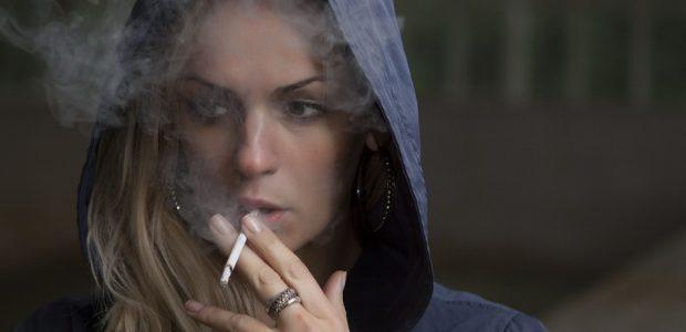 Gydytojai atsako, kodėl niekaip nepavyksta mesti rūkyti