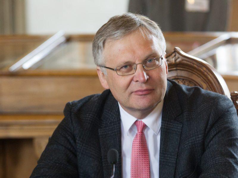 Vilniaus universitetas šeštadaliu kelia darbuotojų atlyginimus